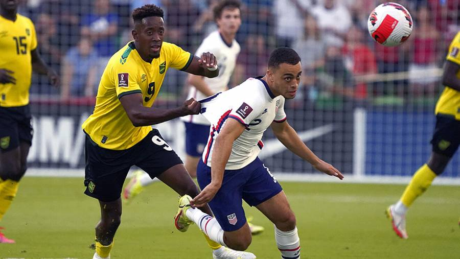 EEUU vence 2-0 a Jamaica con doblete de Pepi