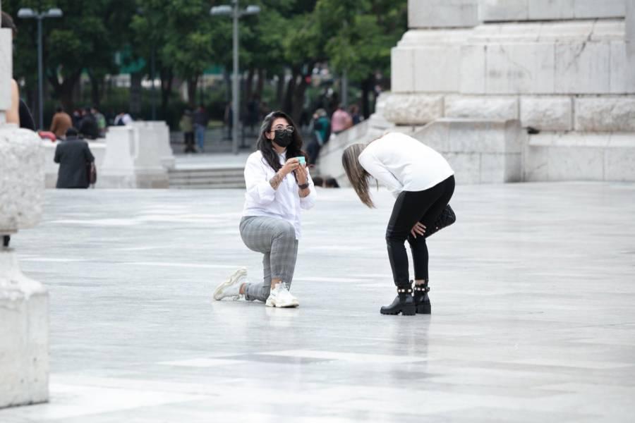 Con la Torre Latino incluida, mujer le pide matrimonio a su novia