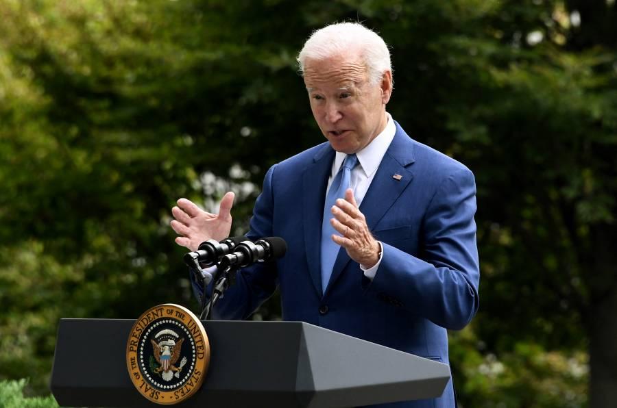 Joe Biden firma ley de apoyo a víctimas del misterioso