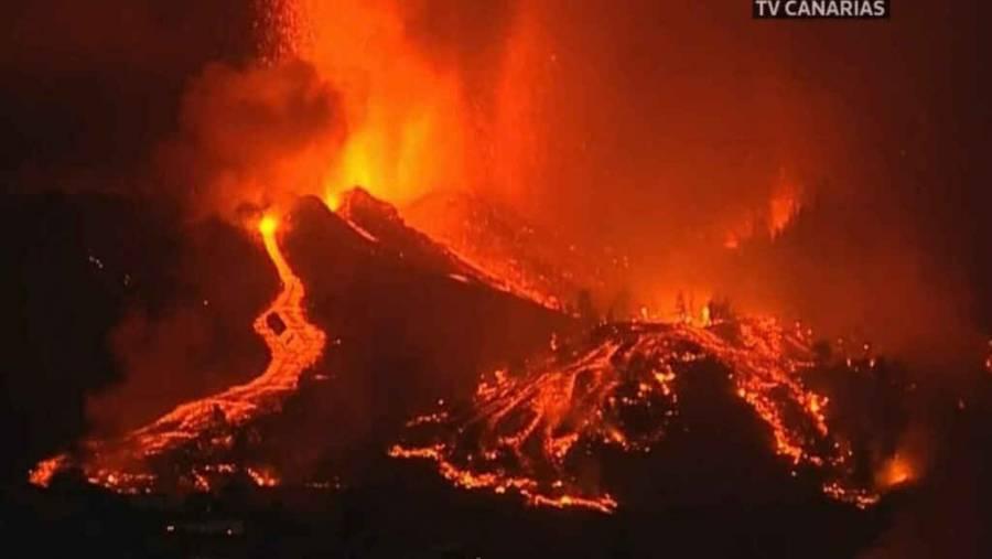Se rompe el cono del volcán de La Palma y amenaza zonas urbanas