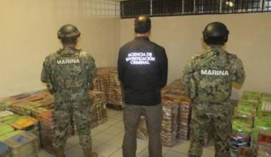 Marina decomisa dos toneladas y media de metanfetamina y combustible