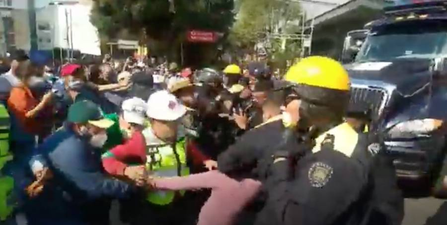 Gaseros se enfrentan con policías en inmediaciones de la Sener