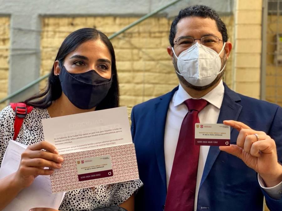 """Dependencias del gobierno capitalino participan en entrega de tarjetas """"Mi Beca para Empezar"""""""