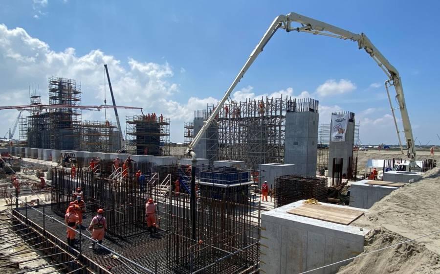 Trabajadores de refinería de Dos Bocas van a paro; piden mejor salario