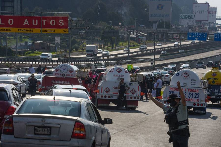 Gaseros liberan el bloqueo en la autopista México-Pachuca