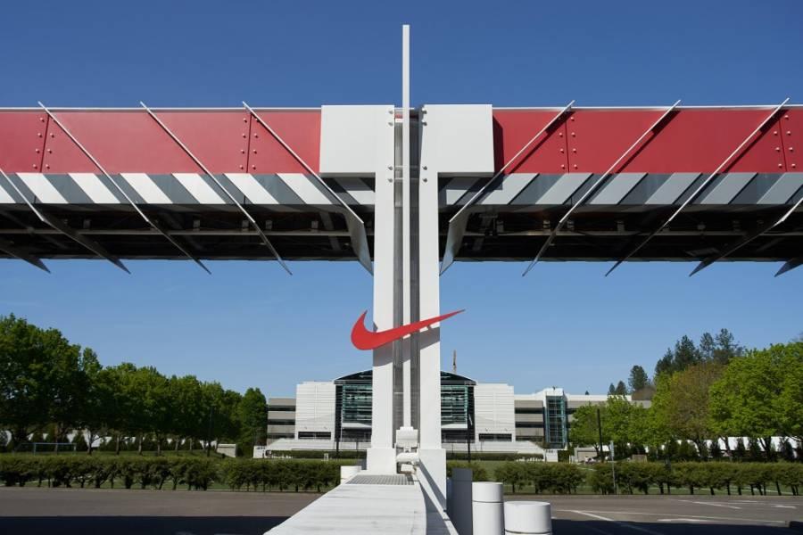 Nike toma participación en SpringHill, empresa de LeBron James
