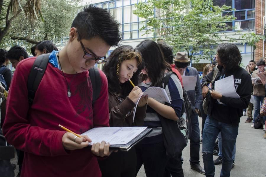 Universitarios vacunados reiniciarán clases presenciales en Perú
