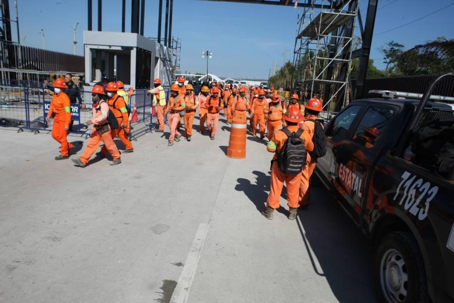 Acusan que quitaron credencial de empleados a 500 trabajadores de Dos Bocas