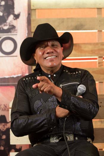 Lupe Esparza, líder de Bronco, da positivo a Covid-19