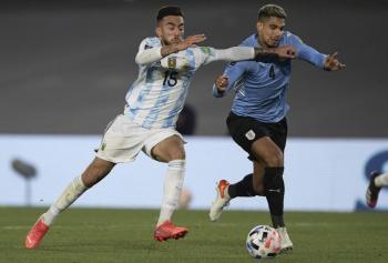 El Barcelona confirma la lesión muscular de Ronald Araujo