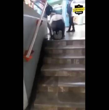 """Hombre discapacitado que pedía dinero por un """"milagro"""" sale caminando del Metro de la CDMX"""