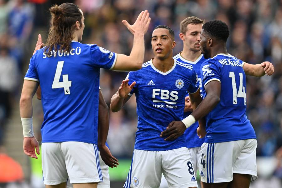 City vence al Burnley, y Leicester remonta a un Manchester United que se rezaga en la Premier League