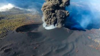 Nube de ceniza del volcán Cumbre Vieja, suspende vuelos en aeropuerto de La Palma