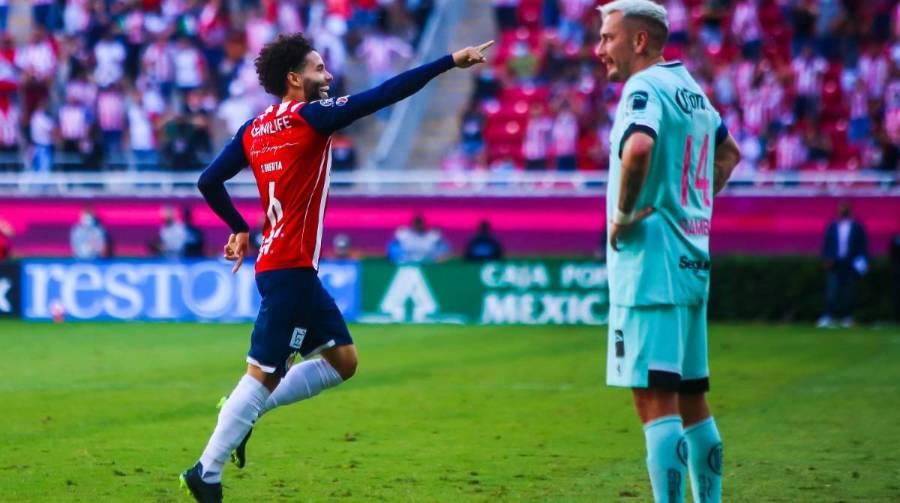 Chivas por fin gana con Leaño; se mete a zona de repesca para la Liguilla