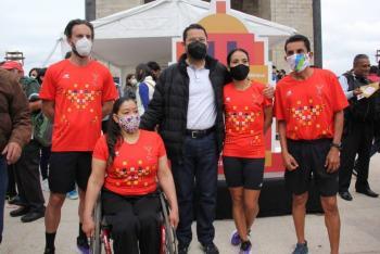 Presentan medalla y playera del Maratón de la Ciudad de México Telcel 2021