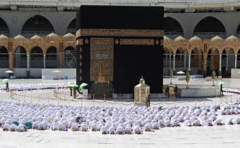 Sin restricciones por Covid, reabren mezquita de La Meca