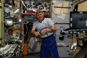 Cineasta y actriz rusos regresan a la Tierra tras filmar en la Estación Espacial Internacional