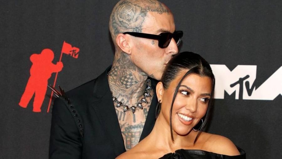 Kourtney Kardashian anuncia su compromiso con Travis Barker