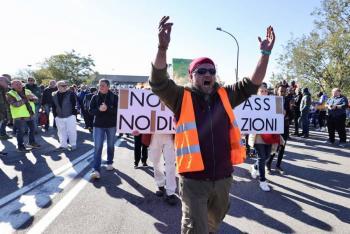 Marchas y enfrentamientos en Italia para protestar contra el pasaporte sanitario