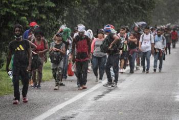 Vigilará EEUU vía aérea caravanas de migrantes