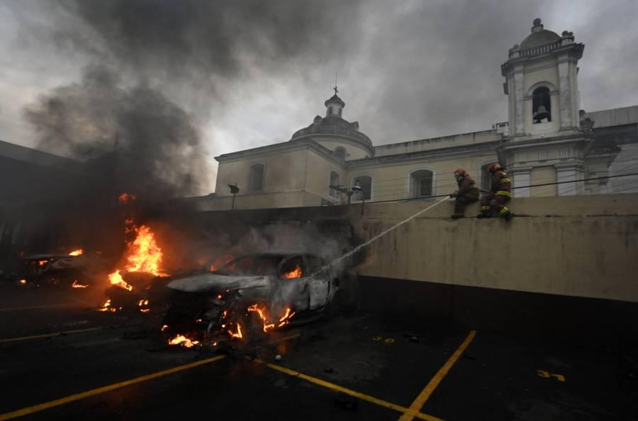 Exsoldados guatemaltecos irrumpen el Congreso, exigen indemnización