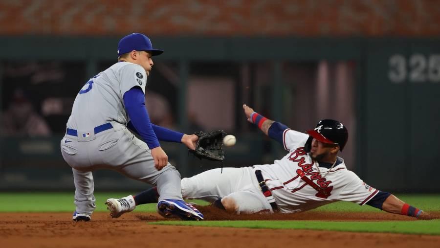 Jonrones de Seager y Bellinger le dan triunfo a los Dodgers sobre los Bravos