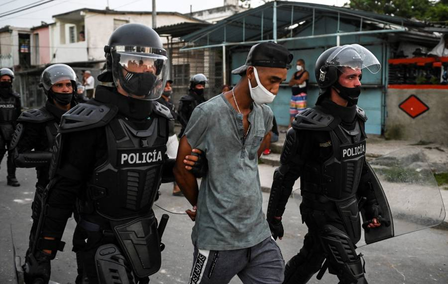 Reitera HRW que Cuba respondió a protestas con detenciones arbitrarias