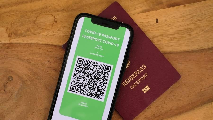 Pasaportes sanitarios pueden ser empleados como herramienta de vigilancia masiva y discriminación: expertos