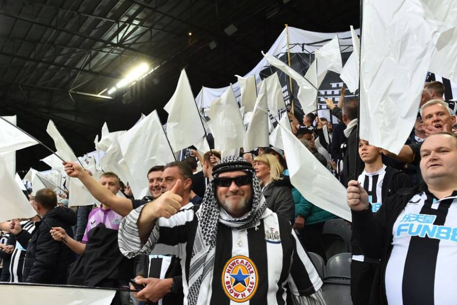 Newcastle pide a hinchas que no se disfracen con atuendos sauditas