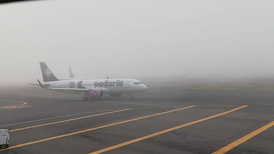 AICM suspende operaciones por banco de niebla