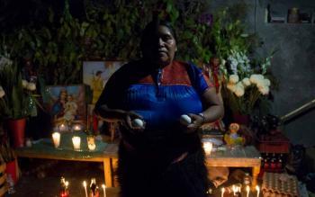 """Multan a dos mujeres por practicar """"brujería"""" en Chiapas"""