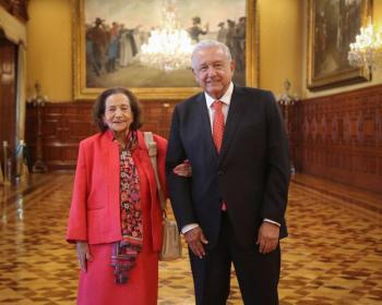 AMLO recibe en Palacio Nacional a Ifigenia Martínez