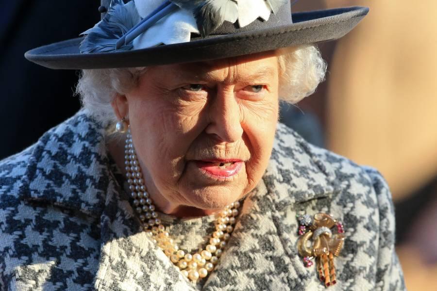 Isabel II pasó la noche ingresada en un hospital
