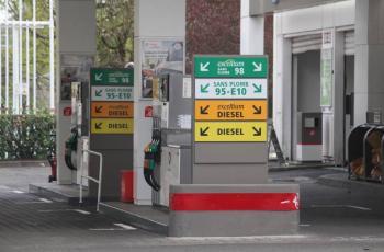Francia anuncia ayuda de 100 euros ante alza de combustible