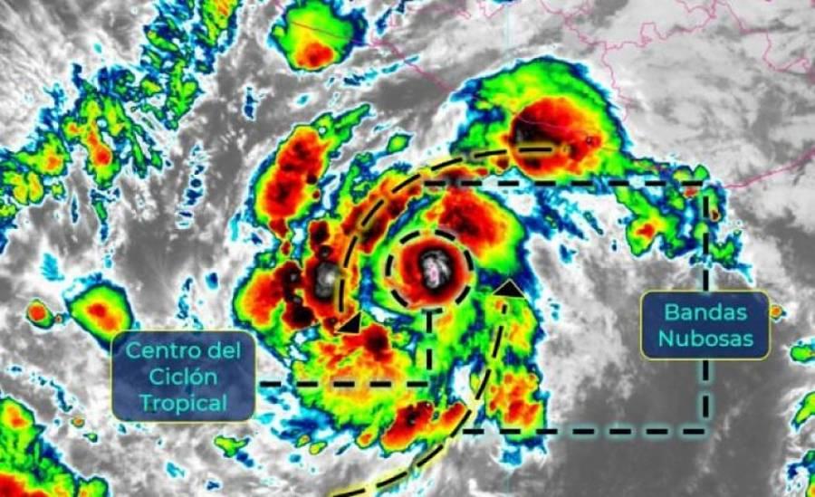 Rick se intensifica a huracán categoría 1 frente a costas de Guerrero