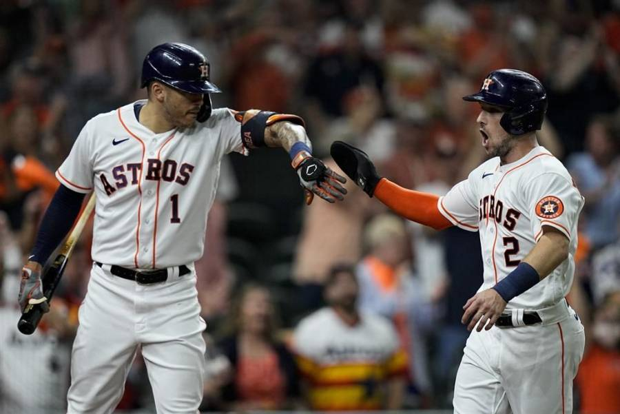 Astros de Houston vencen a Boston y regresan a la Serie Mundial