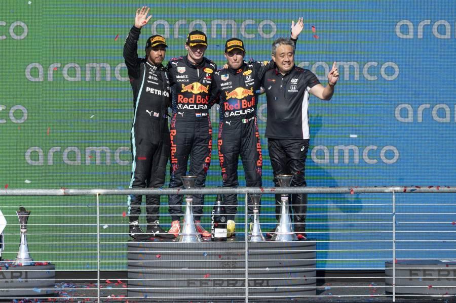 Checo Pérez sube al podio en el GP de EEUU