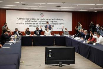 """Comisiones del Senado avalan en """"fast track"""" y sin cambios  Paquete Económico 2022"""