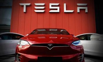Tesla alcanzó fugazmente un valor de mercado de un billón de dólares