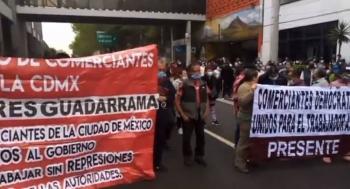 Comerciantes bloquean la calzada San Antonio Abad en CDMX