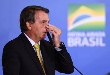 Comisión de senadores pide suspensión de cuentas de Bolsonaro en redes sociales