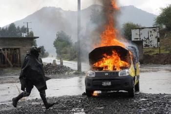 Incendian camioneta con seis cadáveres dentro en Guanajuato