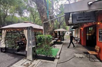 Acusan que restauranteros privatizan espacios públicos con programa Ciudad al Aire Libre