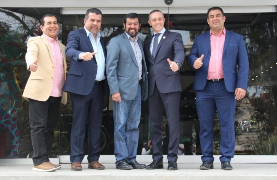 Adria?n Rubalcava recibe a Alcaldes de Guatemala