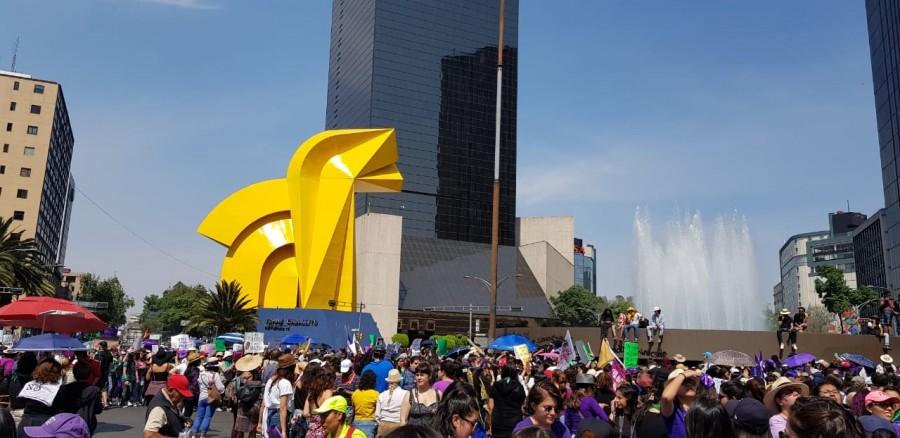 8M: mujeres protestan a través de pancartas