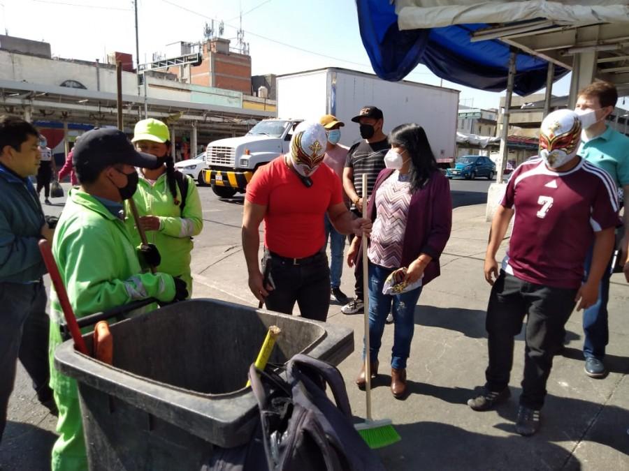 Carístico y Redes Sociales Progresistas limpian las calles de Tepito