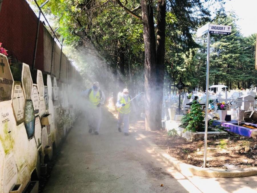 Cuajimalpa realiza jornada de sanitización en panteones