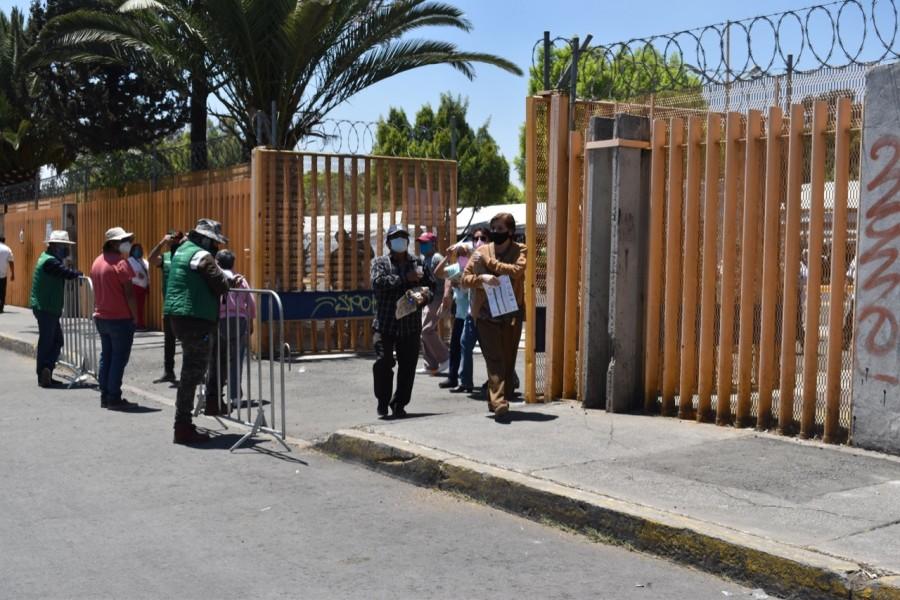 Así se vive una jornada de vacunación Covid en la FES Zaragoza en Iztapalapa