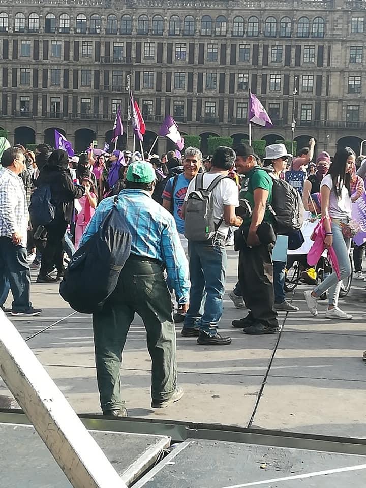 Sujetos acosan a mujeres en #Marcha8M