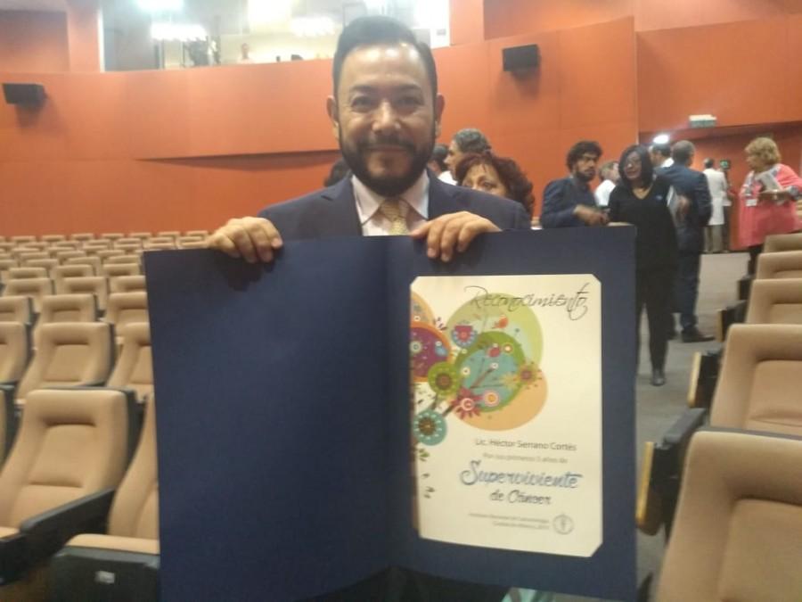 Reconocen a Héctor Serrano por su lucha contra el cáncer